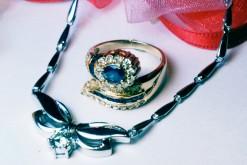 指輪の石どれ、ネックレスの新品仕上げ