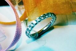 豪華にメレダイヤ1,0ctをいれたエタニテイのリング